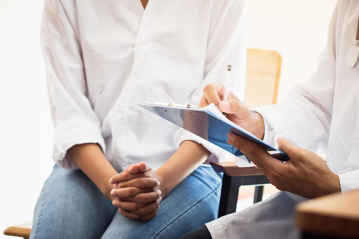Zapalenie sromu – kiedy zgłosić się do ginekologa