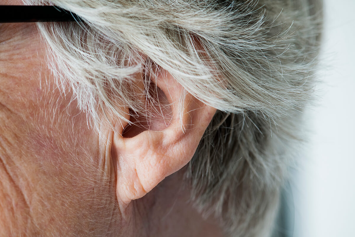 Szum w uszach – co może oznaczać?