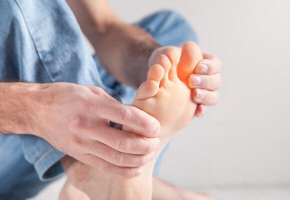 Ból lub swędzenie stopy – o czym może świadczyć?