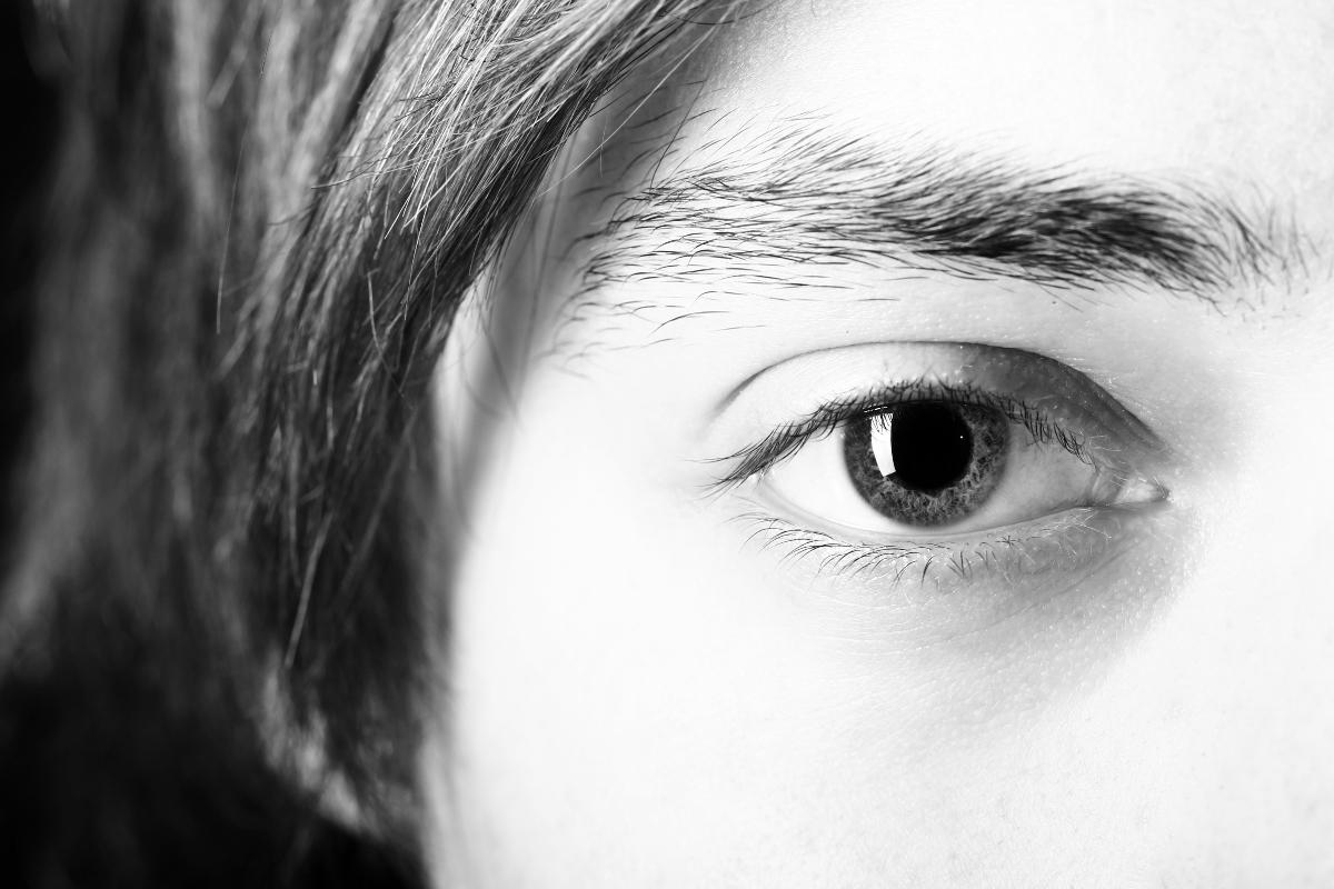Opadająca powieka - co zrobić, gdy tracisz pole widzenia